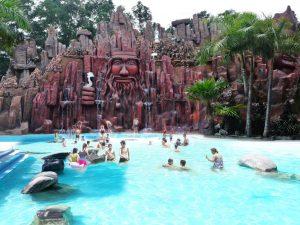 1 khu bể tắm thác nước khoáng ngoài trời trong Thanh Lâm, cực kỳ phù hợp khi đi tắm giải nhiệt cho mùa Hè nóng bức.